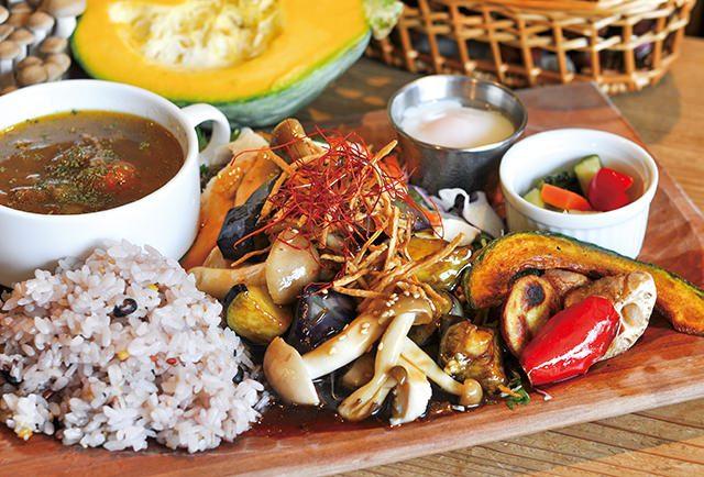 大山鶏と秋野菜たっぷり黒酢あんかけプレート