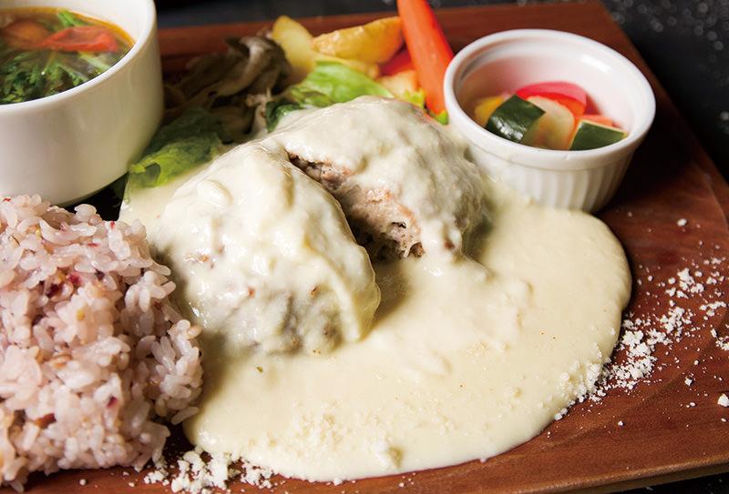 クアトロチーズのハンバーグプレート